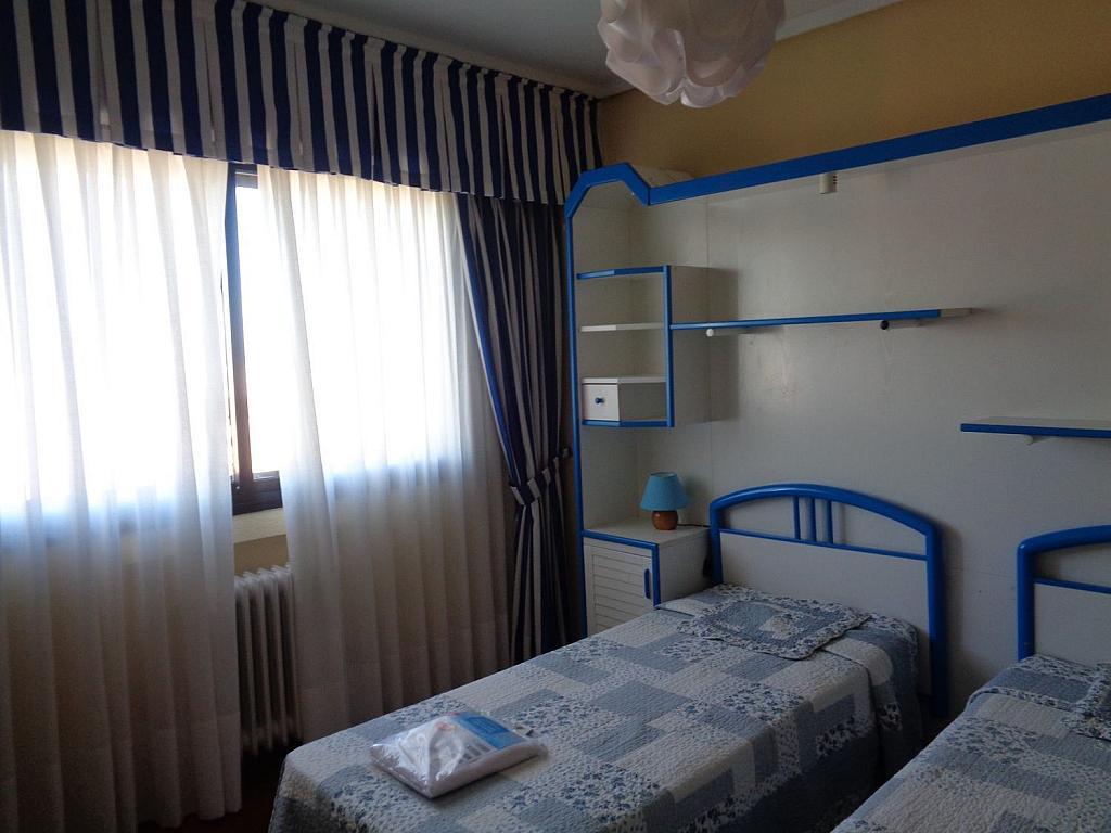 Piso en alquiler en calle Julio Palacios, Fuencarral-el pardo en Madrid - 352778224