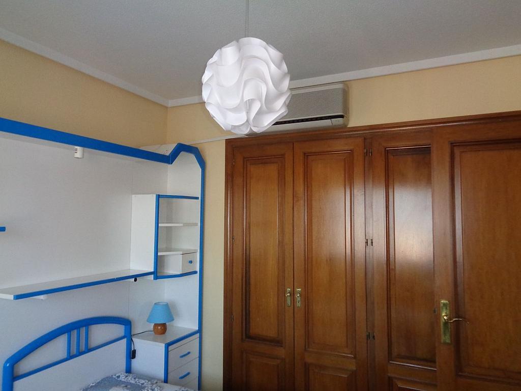 Piso en alquiler en calle Julio Palacios, Fuencarral-el pardo en Madrid - 352778245