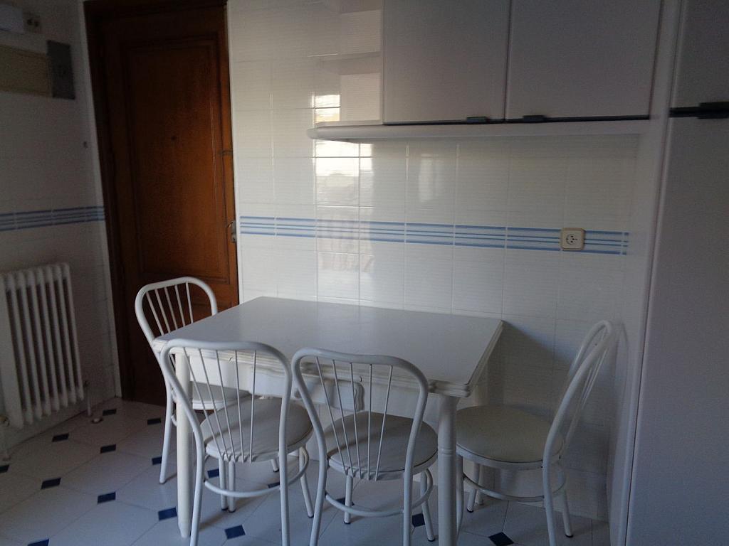 Piso en alquiler en calle Julio Palacios, Fuencarral-el pardo en Madrid - 352778260