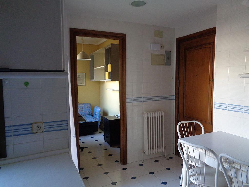 Piso en alquiler en calle Julio Palacios, Fuencarral-el pardo en Madrid - 352778263