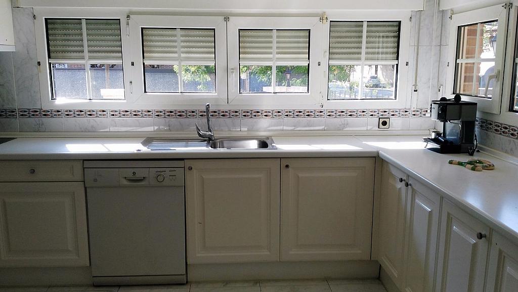 Casa en alquiler en calle Luis de la Mata, Palomas en Madrid - 358738975