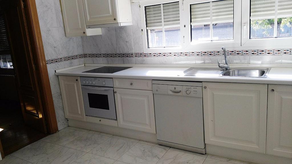 Casa en alquiler en calle Luis de la Mata, Palomas en Madrid - 358738984