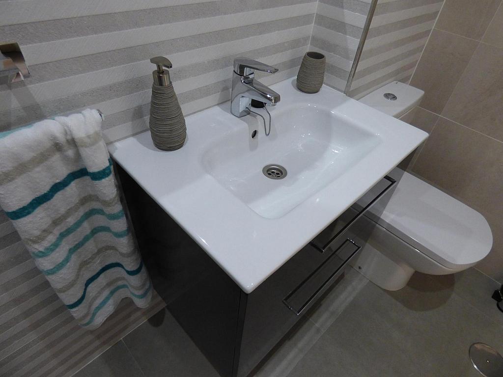 Baño - Piso en alquiler en calle Toré Toré, Torre del mar - 303865806
