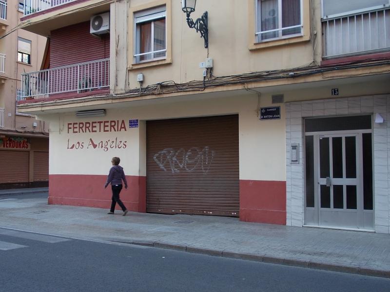 Local comercial en alquiler en calle Antonio Juan, El Cabanyal- El Canyamelar en Valencia - 56637480