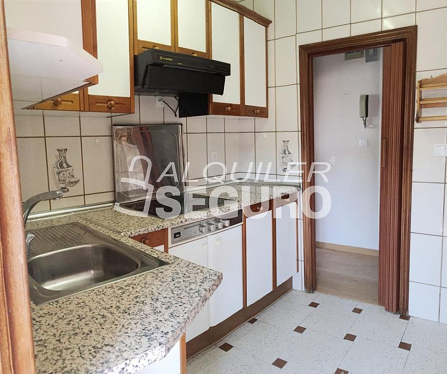 Piso en alquiler en calle Arechavaleta, Los Ángeles en Madrid - 332297251