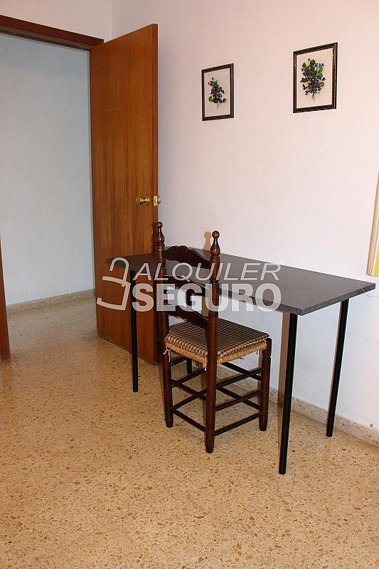 Piso en alquiler en calle Pere Cabanes, Torrefiel en Valencia - 316591499