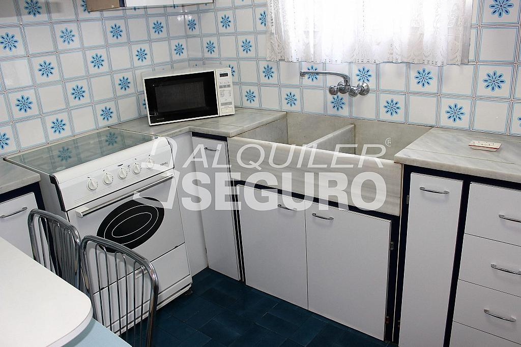 Piso en alquiler en calle Pere Cabanes, Torrefiel en Valencia - 316591502