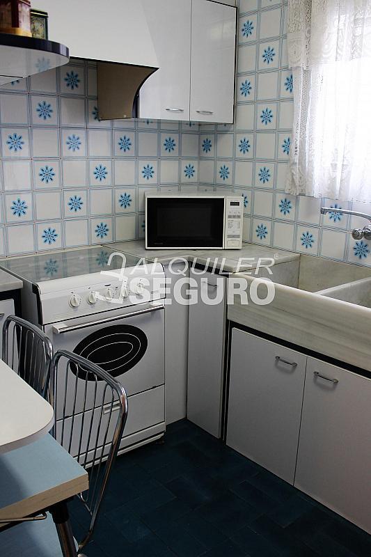 Piso en alquiler en calle Pere Cabanes, Torrefiel en Valencia - 316591505