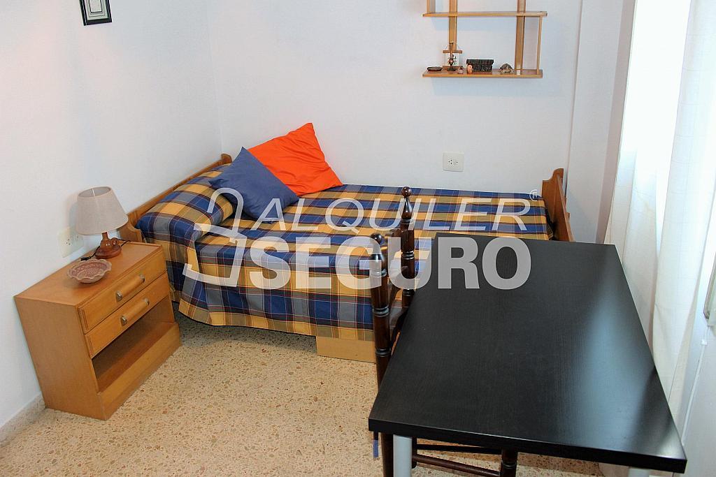 Piso en alquiler en calle Pere Cabanes, Torrefiel en Valencia - 316591541