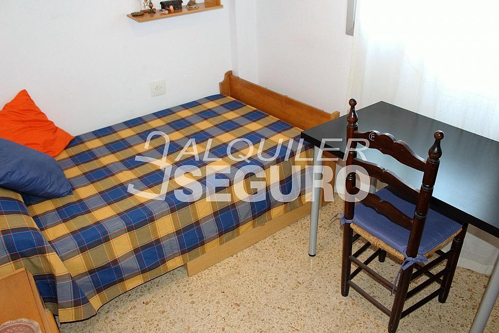 Piso en alquiler en calle Pere Cabanes, Torrefiel en Valencia - 316591544