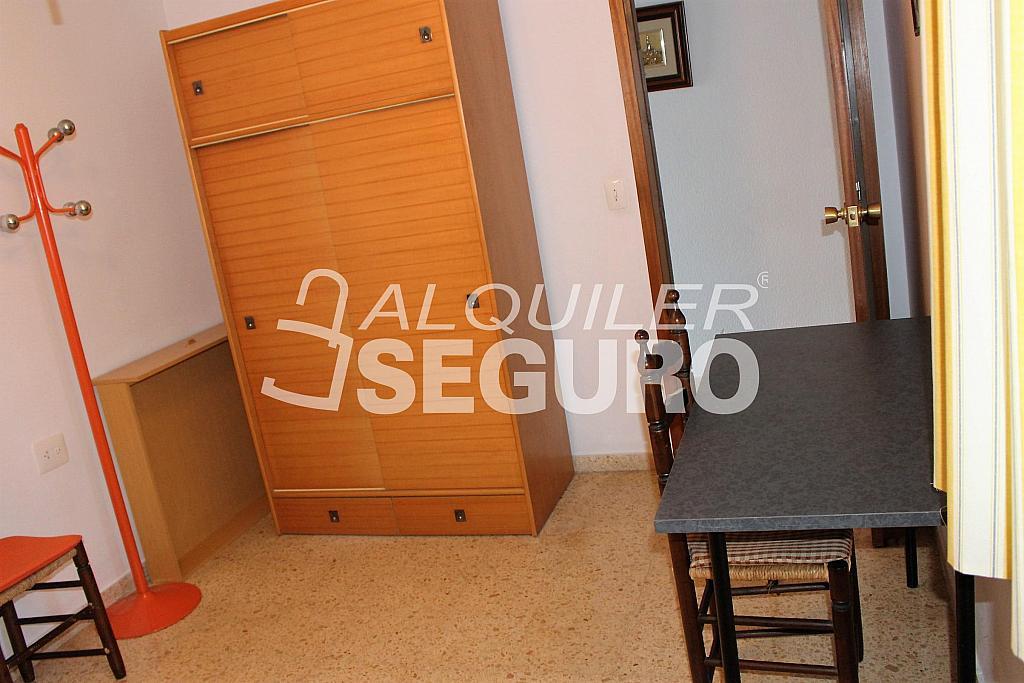 Piso en alquiler en calle Pere Cabanes, Torrefiel en Valencia - 316591610