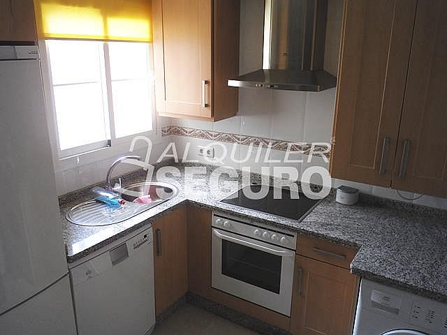 Piso en alquiler en calle San Rafael, Benalmádena Costa en Benalmádena - 318697127