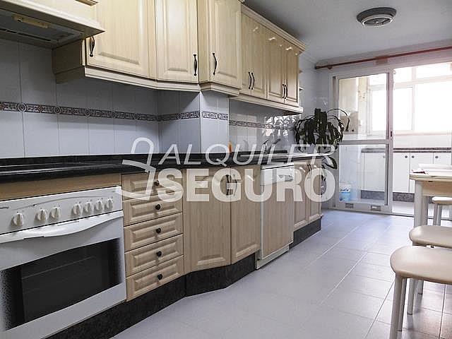 Piso en alquiler en calle Cesareo Martinez, Bailén - Miraflores en Málaga - 325578357