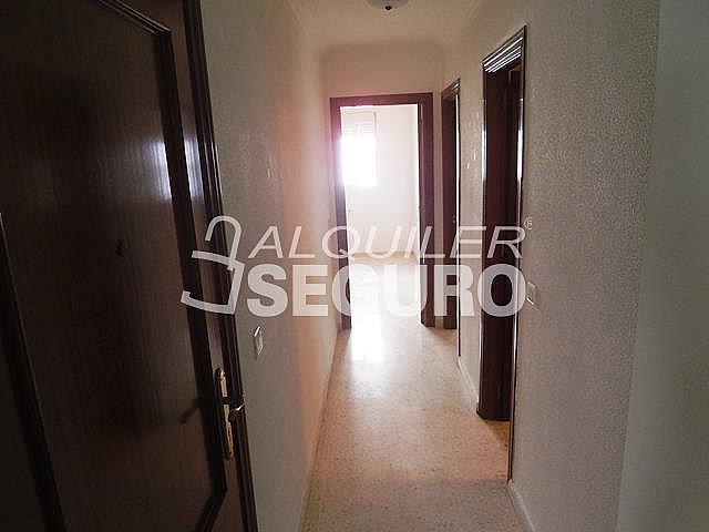 Piso en alquiler en calle Cesareo Martinez, Bailén - Miraflores en Málaga - 325578372