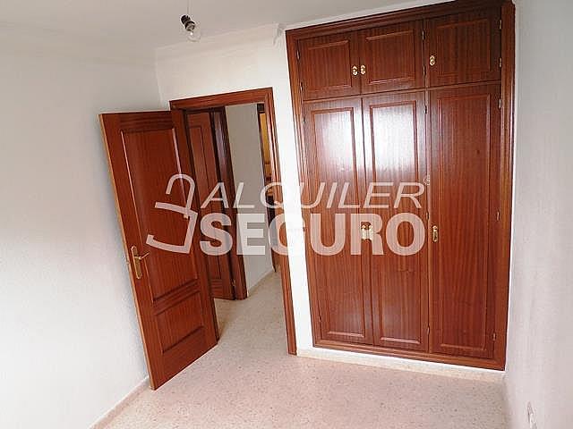 Piso en alquiler en calle Cesareo Martinez, Bailén - Miraflores en Málaga - 325578387