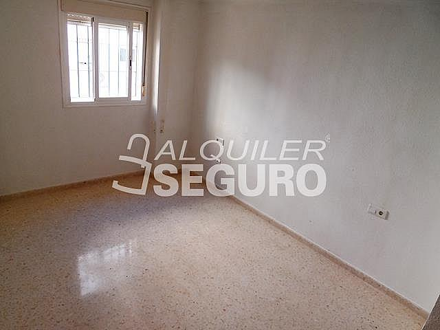 Piso en alquiler en calle Cesareo Martinez, Bailén - Miraflores en Málaga - 325578390