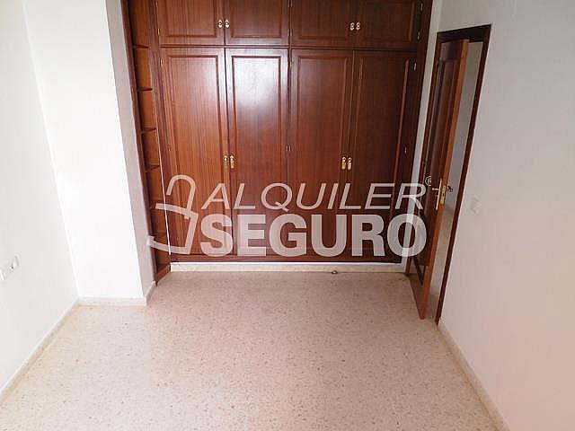 Piso en alquiler en calle Cesareo Martinez, Bailén - Miraflores en Málaga - 325578393