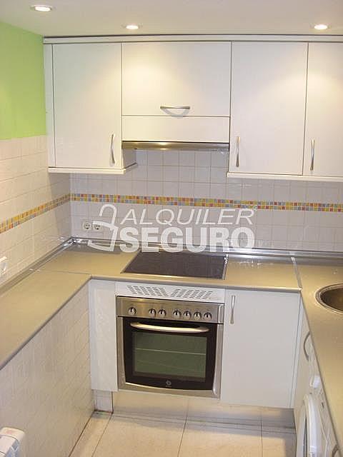 Piso en alquiler en calle Alcalá de Guadaira, Palomeras Bajas en Madrid - 326531707