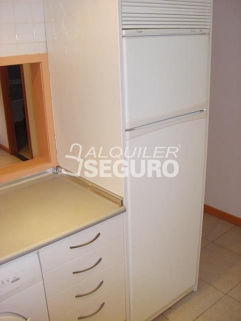Piso en alquiler en calle Alcalá de Guadaira, Palomeras Bajas en Madrid - 326531713