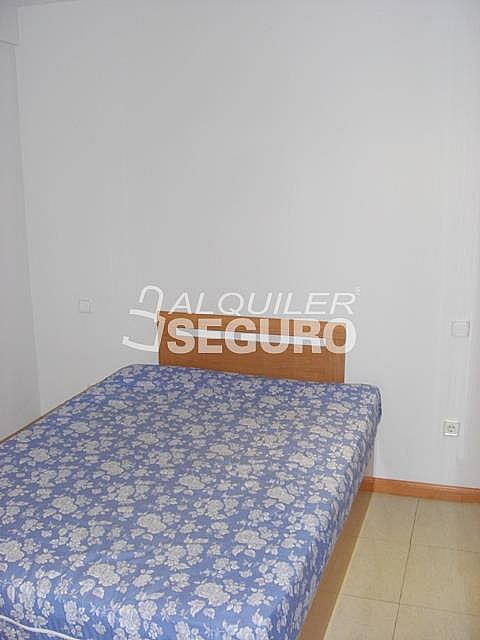 Piso en alquiler en calle Alcalá de Guadaira, Palomeras Bajas en Madrid - 326531725