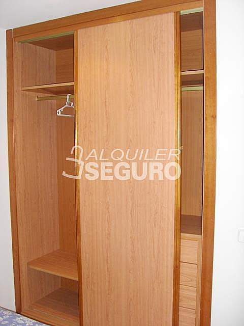 Piso en alquiler en calle Alcalá de Guadaira, Palomeras Bajas en Madrid - 326531728