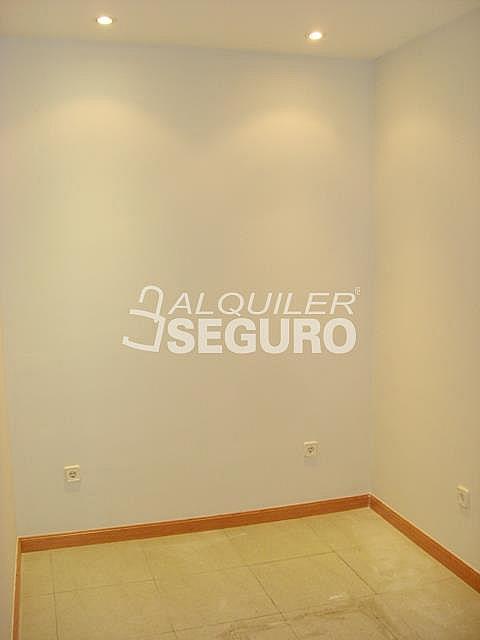 Piso en alquiler en calle Alcalá de Guadaira, Palomeras Bajas en Madrid - 326531737