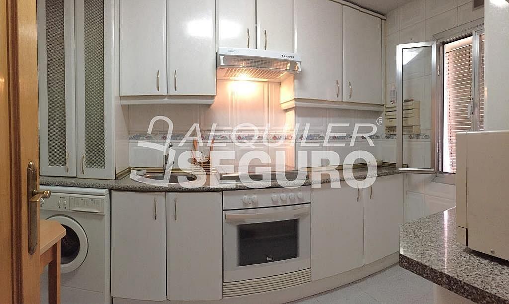 Piso en alquiler en calle Corregidor Rodrigo Rodríguez, Media Legua en Madrid - 329434315