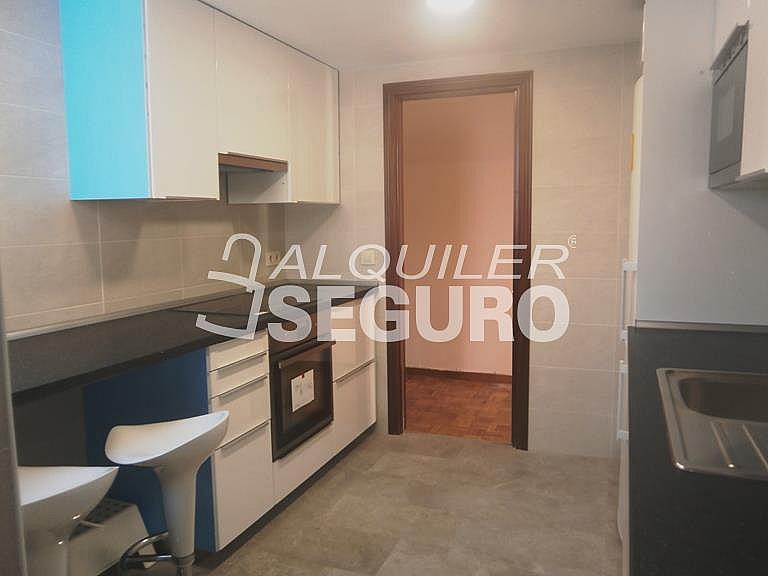 Piso en alquiler en calle Finisterre, Fuencarral-el pardo en Madrid - 330344918