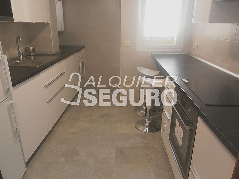 Piso en alquiler en calle Finisterre, Fuencarral-el pardo en Madrid - 330344936