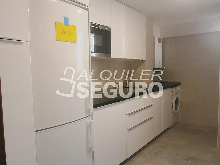 Piso en alquiler en calle Finisterre, Fuencarral-el pardo en Madrid - 330344942