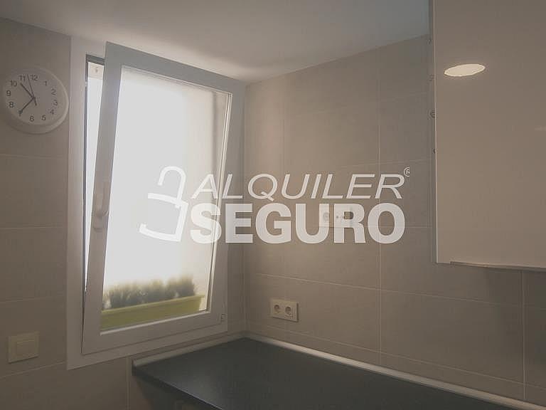 Piso en alquiler en calle Finisterre, Fuencarral-el pardo en Madrid - 330344945