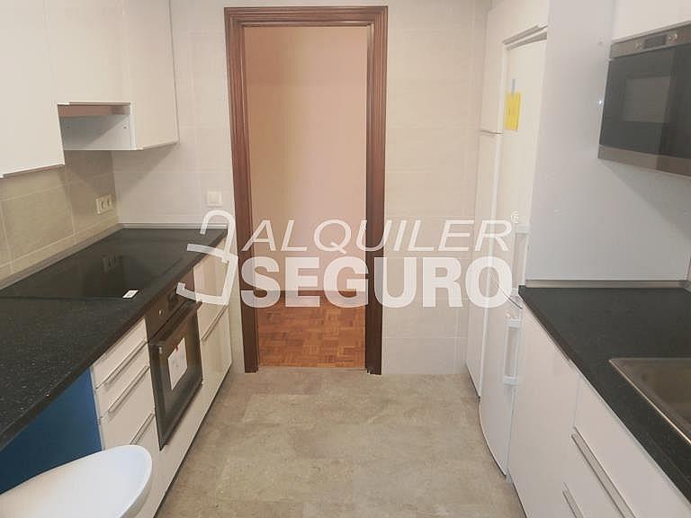Piso en alquiler en calle Finisterre, Fuencarral-el pardo en Madrid - 330344948