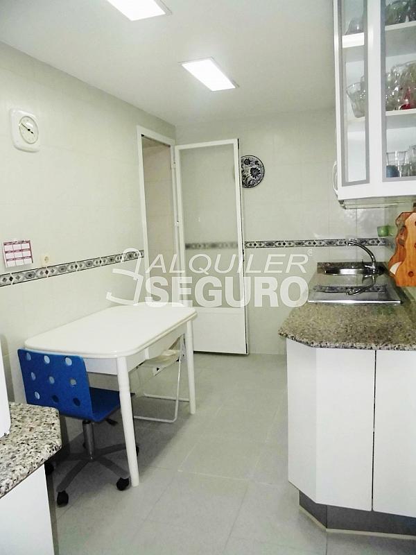 Piso en alquiler en calle Cartagena, Guindalera en Madrid - 330930657