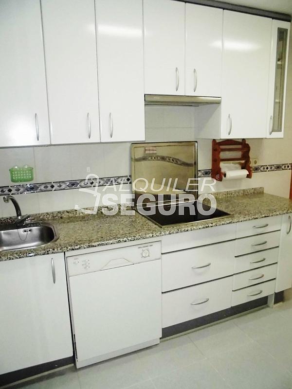 Piso en alquiler en calle Cartagena, Guindalera en Madrid - 330930663
