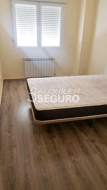 Piso en alquiler en paseo Eugenia de Montijo, Vista Alegre en Madrid - 330930741