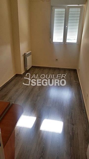 Piso en alquiler en paseo Eugenia de Montijo, Vista Alegre en Madrid - 330930759