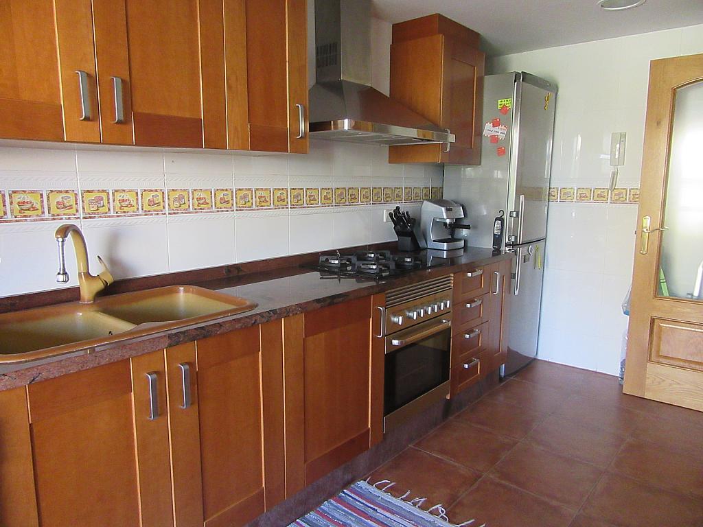 Chalet en alquiler en calle , Almarda, de (py) - 287327680