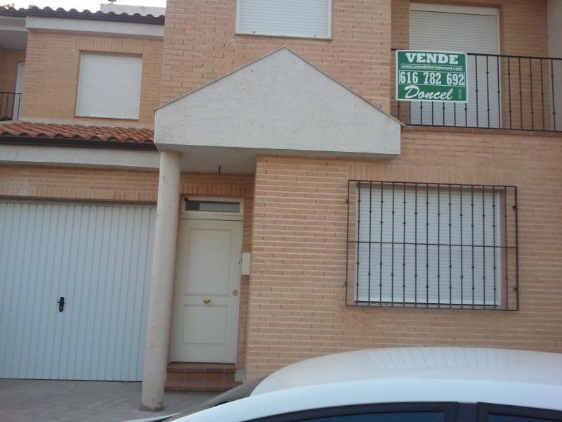 Casa adosada en venta en Carrión de Calatrava - 48103085