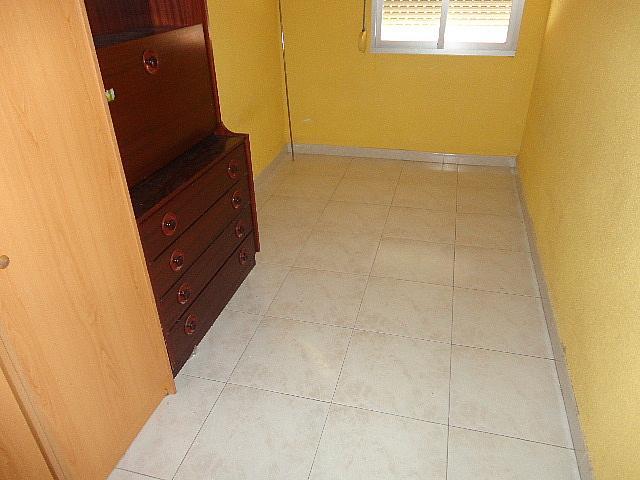 Dormitorio - Piso en alquiler en calle Fernán González, Reyes Católicos en Alcalá de Henares - 209945880