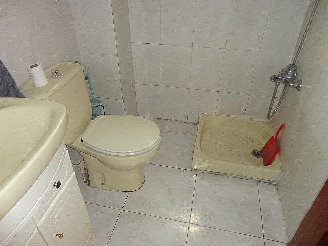 Baño - Piso en alquiler en calle Fernán González, Reyes Católicos en Alcalá de Henares - 209945884