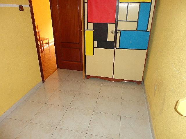 Dormitorio - Piso en alquiler en calle Fernán González, Reyes Católicos en Alcalá de Henares - 209945898