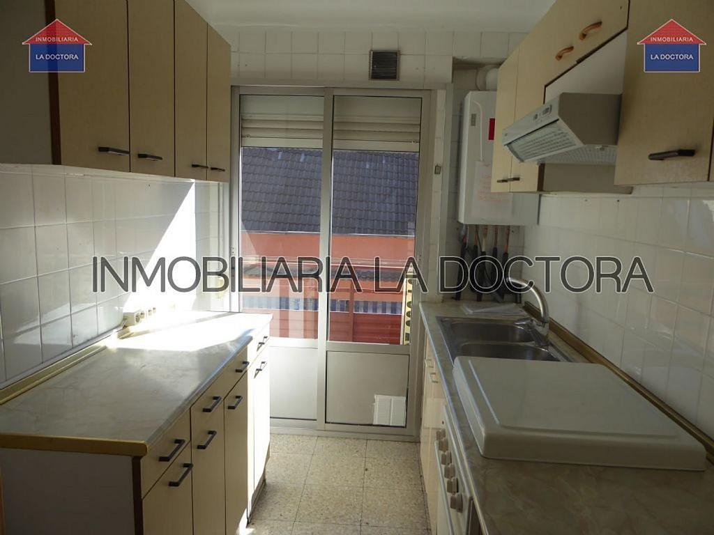 Piso en alquiler en calle Doctor Gerónimo Iborra, Carabanchel en Madrid - 332351459