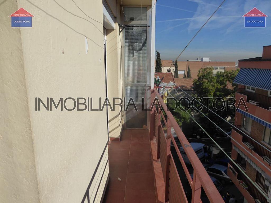 Piso en alquiler en calle Doctor Gerónimo Iborra, Carabanchel en Madrid - 332351465