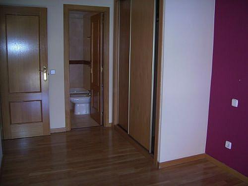Piso en alquiler en calle Corindon, Los Rosales en Madrid - 328552931