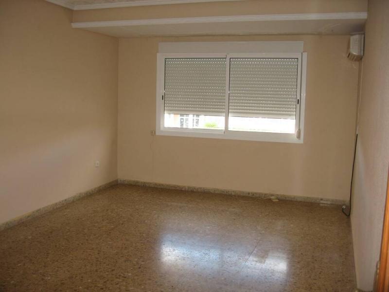 Piso en alquiler en calle , Pobla de Vallbona (la) - 80730878