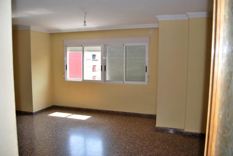 Piso en alquiler en calle , Pobla de Vallbona (la) - 81223945