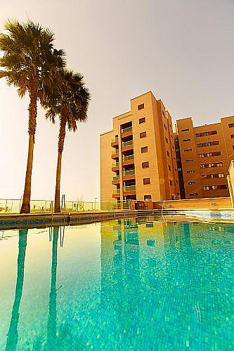 Piso en alquiler en calle Medico Francisco Pérez Company, Almería - 303084815