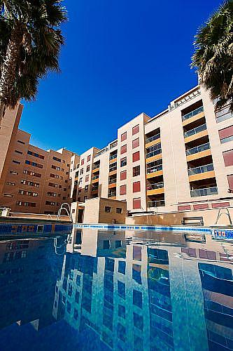 Piso en alquiler en calle Medico Francisco Pérez Company, Almería - 303084989