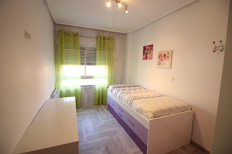 Piso en alquiler en Barrio la Inmobiliaria en Torrelavega - 327196822