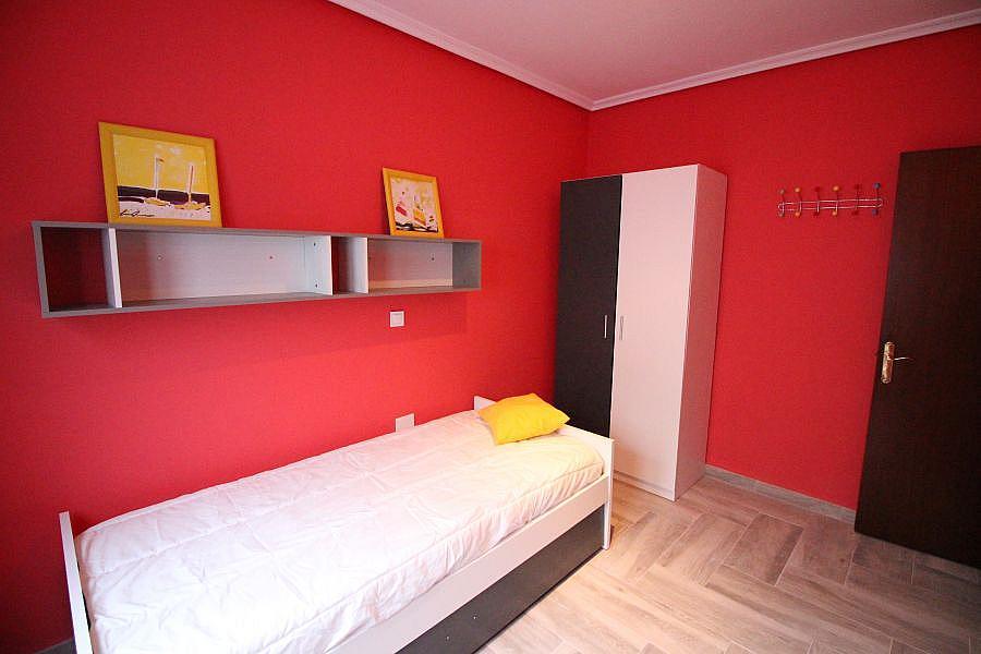 Piso en alquiler en Barrio la Inmobiliaria en Torrelavega - 327196869